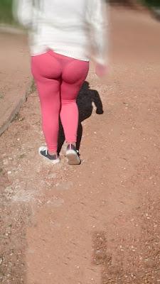 mujeres transparentando tanga calzas