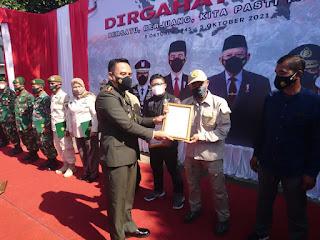HUT TNI Ke-76 REBBANA mendapatkan kado spesial penghargaan Sebagai Relawan Penangulangan Bencana dari DANDIM 0611/Garut
