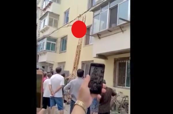 Mujer intenta escapar de la casa de su amante y queda colgada en los cables de luz (VIDEO)