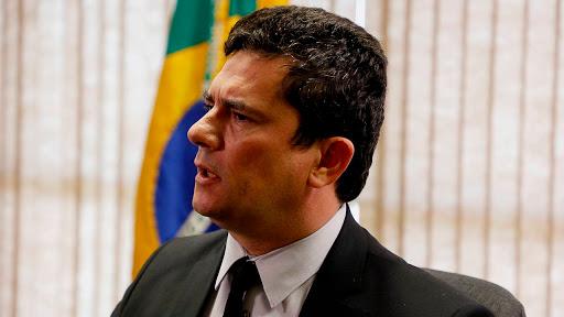 Moro mostra prova de que Bolsonaro pediu troca do chefe da PF