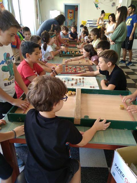"""Τα παιδιά της """"Κατασκήνωσης στην Πόλη"""" παίζουν με τα """"Παιχνίδια του Κόσμου"""" του Προγράμματος Προαγωγής Αυτοβοήθειας"""