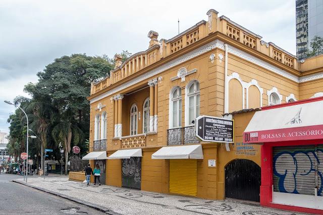 Residência de Affonso Alves de Camargo, localizada na Praça General Osório - lateral