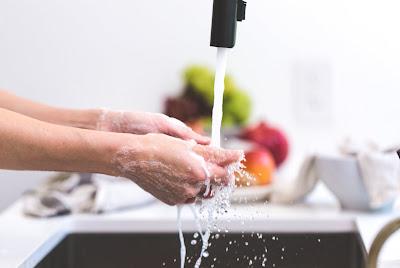 mencuci tangan