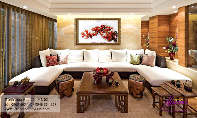 Tranh thêu hoa đào được khách đến cửa hàng tranh thêu tay tphcm chọn mua treo phòng khách