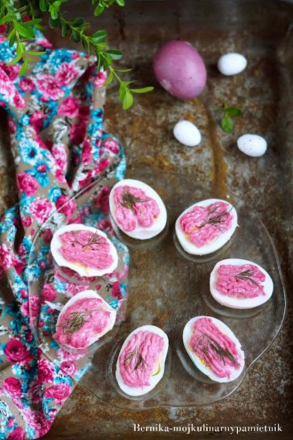 Jajka z różowym majonezem