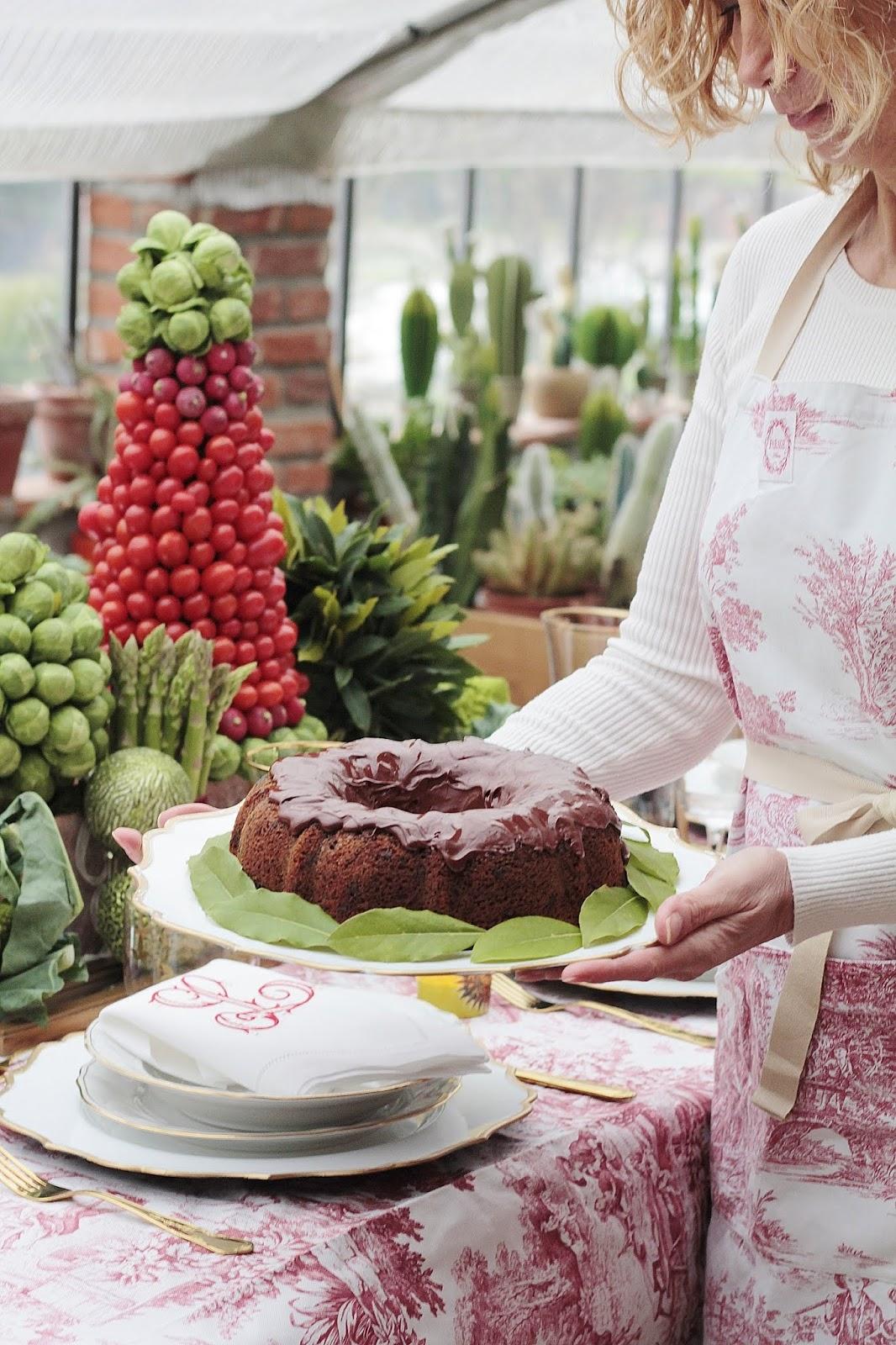 torta con cioccolato bacche di goji e glassa al cioccolato