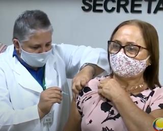 Enfermeira do  Hospital Clementino Fraga, em João Pessoa, recebeu nesta segunda-feira (15)  segunda dose da Coronavac,