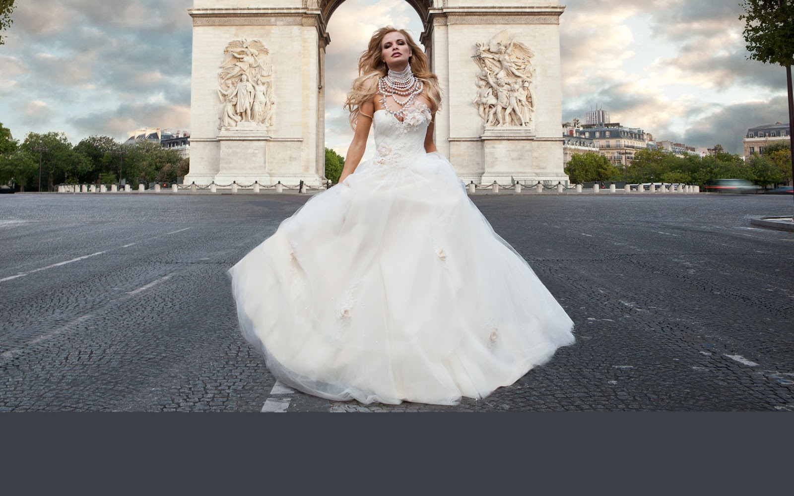 СВІТ СТВОРЕНИЙ ДЛЯ ТЕБЕ!  Весільна сукня  тенденції 80355555510d4