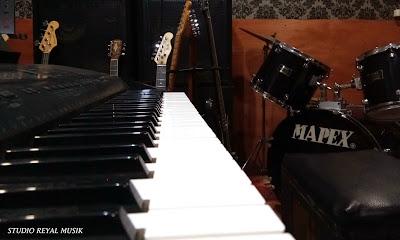 kursus / les gitar, piano keyboard, bass, drum dan studio rekaman jakarta timur