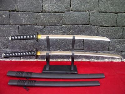 http://dayahguci.blogspot.com/2017/02/inilah-pedang-tertajam-di-dunia.html