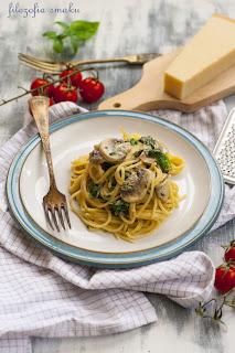 Spaghetti z sosem pieczarkowo-szpinakowym