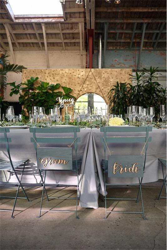boda urbana sillas de los novios en chicanddeco