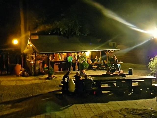 Dom nad Wodospadem, występ, śpiew, piosenki