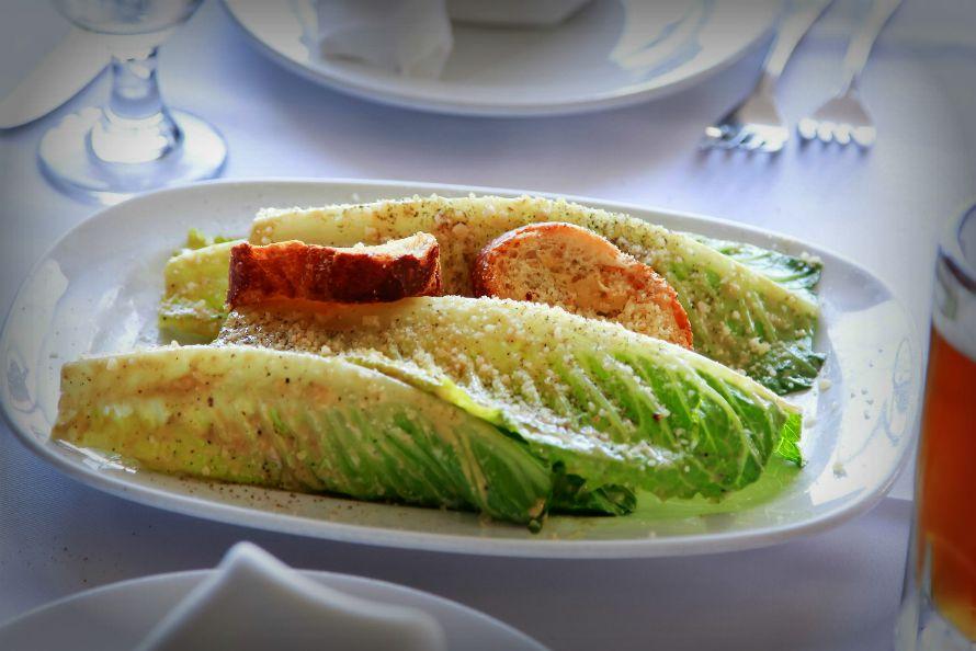 salata-toy-kaisara-caesar-salad