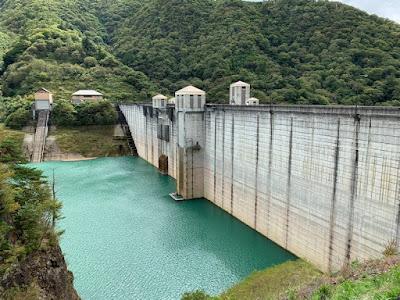 四万川ダム ダム湖側