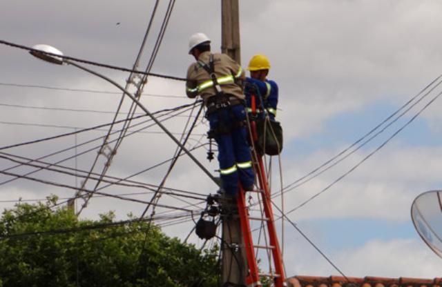 23 mil 'gatos' de energia foram desligados em 4 meses na Bahia