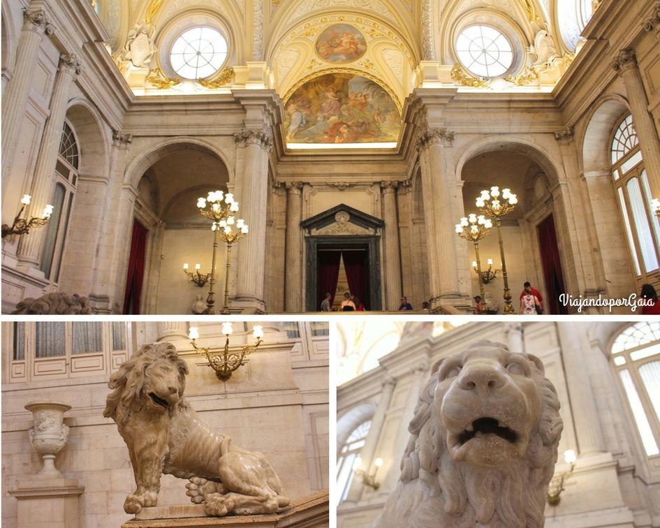 Inicio del recorrido, donde se encuentra la escalera de mármol, el fresco y los leones, éstos últimos fueron obra de los escultores Felipe de Castro y Robert Michel.