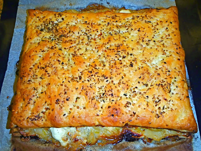 receta-de-coca-de-cebolletas-y-mix-de-quesos