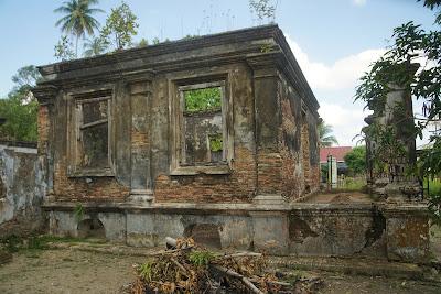 sisa-sisa kantor istana milik Raja Ali Marhum