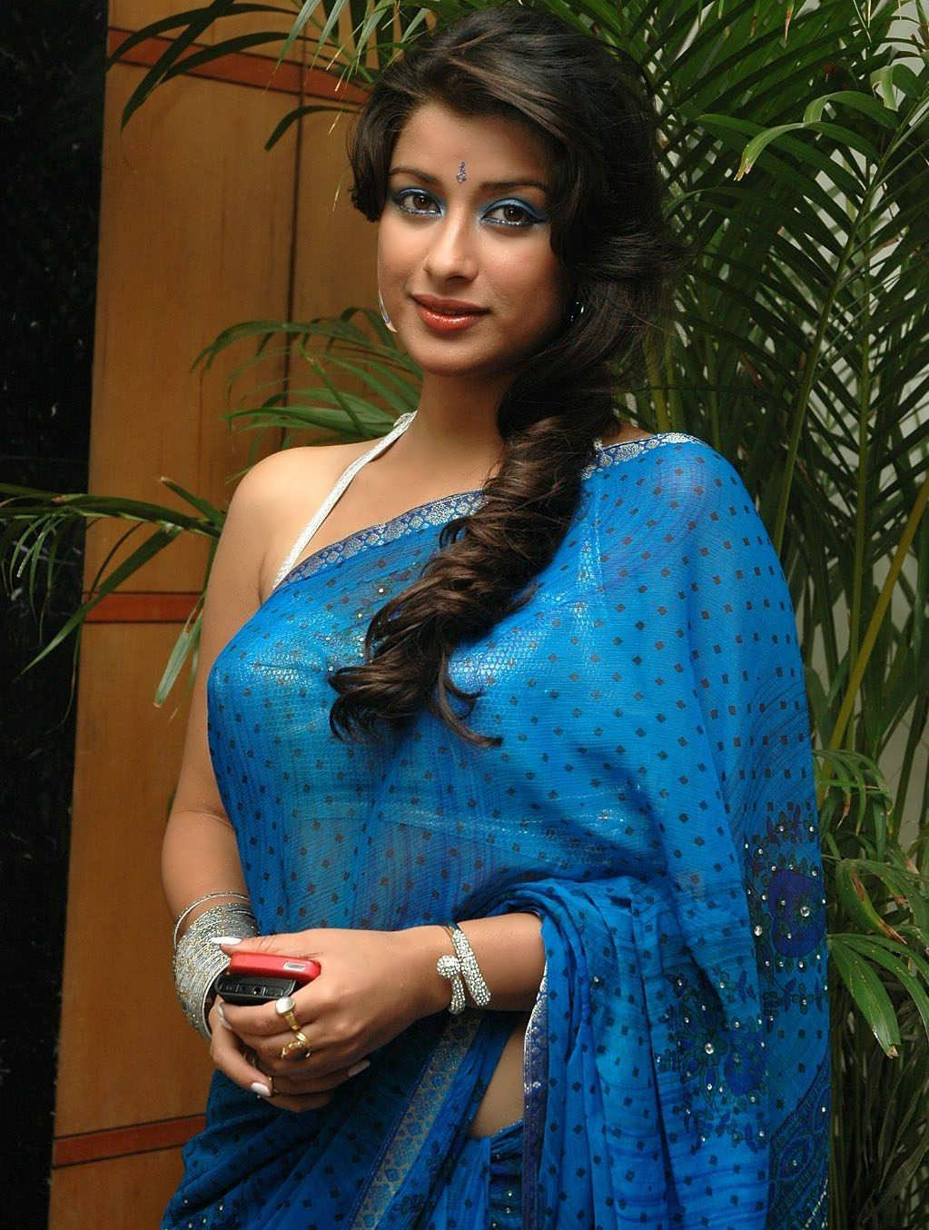 Madhurima Hot Photos In Saree