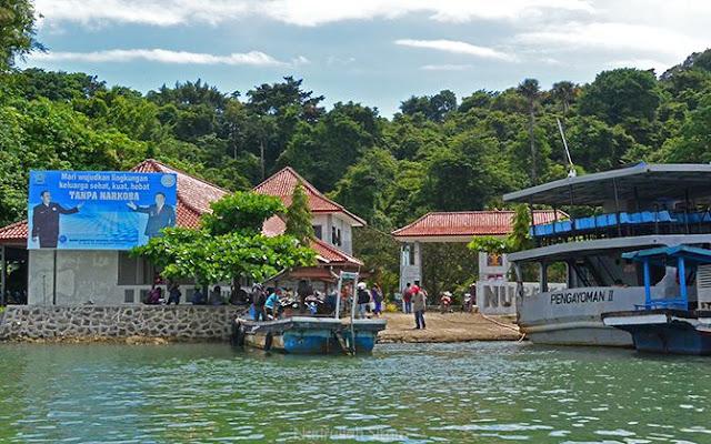 Pemandangan pelabuhan Sodong di Nusakambangan