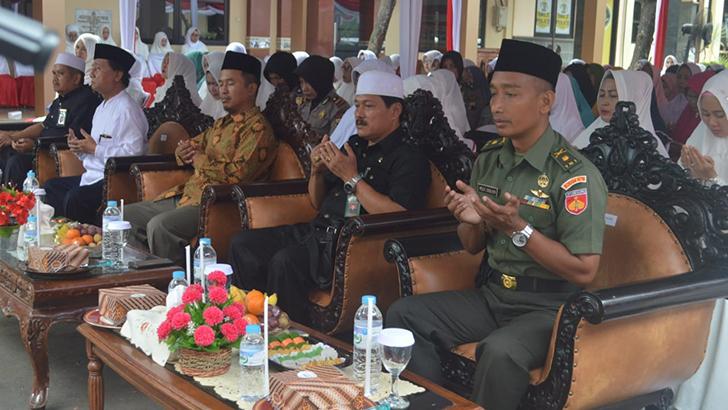 Kasdim Bersama Anggota Kodim Menghadiri Peringatan Isra' Mi'raj Di Polres Pati
