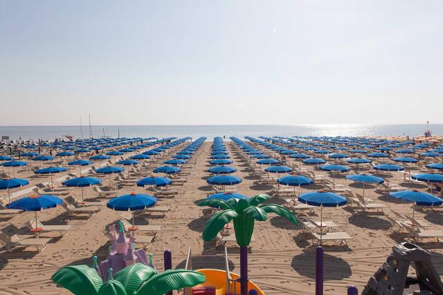 cervia-la-spiaggia-con-gli-ombrelloni