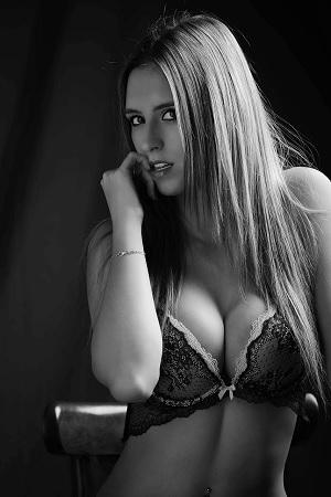 Die Frage bezog sich auf das Problem, dass Internet Dating Webseiten für Erwachsene die sexuelle Promiskuität erhöhen oder einen besseren Zugang zur Befriedigung des Strebens nach sexueller Befriedigung bieten.