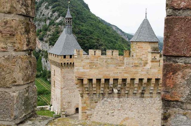 Castelo de Foix, nos Pirineus franceses.