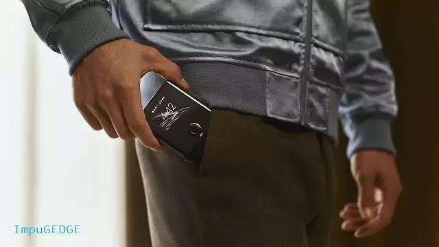 Motorola RAZR flipped phone