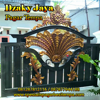 Foto pagar besi tempa klasik di Ciracas, Jakarta Timur.
