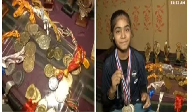 17 साल की आयशा अहमद ने 2 गोल्ड मेडल जीतकर रोशन किया देश का नाम  - newsonfloor.com