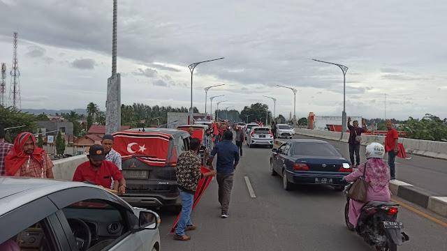 Milad GAM, Puluhan Mobil Berbendera Bintang Bulan Konvoi di Banda Aceh