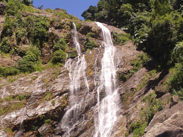 Exploring beautiful waterfalls in Quang Ngai 4