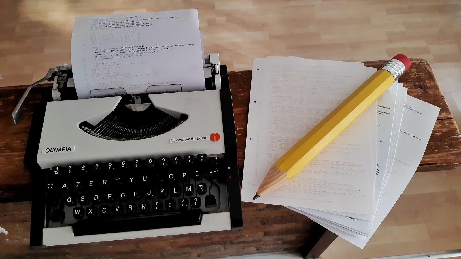 machine à écrire et crayon