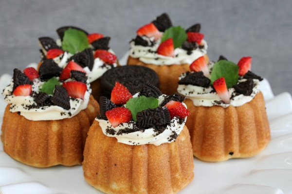 Mini Cookies 'n Cream Bundt Cakes