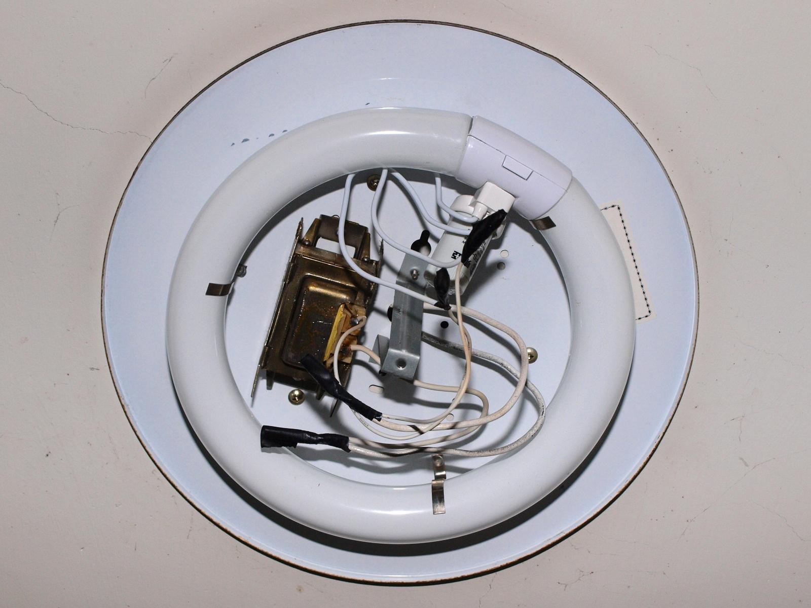 自己更換脆化碎掉的環形日光燈燈腳(燈座) - G. T. Wang