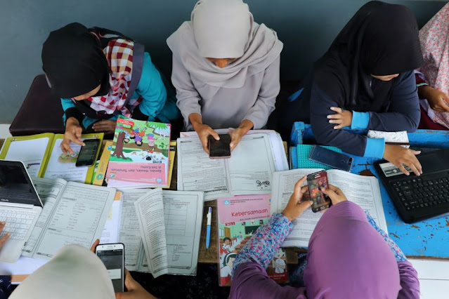 Para Bunda Keluhkan Tugas Yang Berat  Dari Guru dan Kuota Internet Yang Menguras Selama PJJ