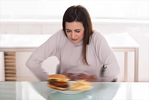 تقرير شامل حول الاكل الضار والمفيد للحامل