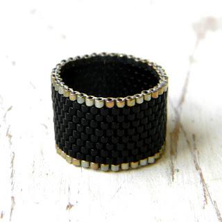 черное кольцо из бисера