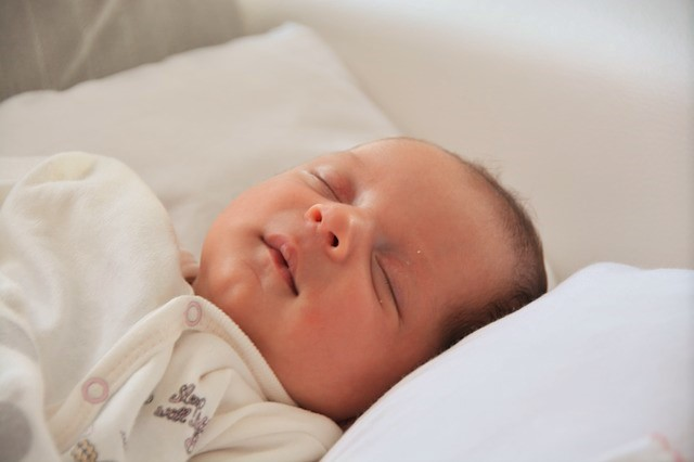 jenis bantal yang baik untuk bayi, bantal bayi 0-4 bulan, bantal bayi yang cocok, bantal bayi 0-4 bulan, bantal bayi