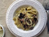 Ζυμαρικά με χωριάτικο λουκάνικο και μανιτάρια portobello - by https://syntages-faghtwn.blogspot.gr