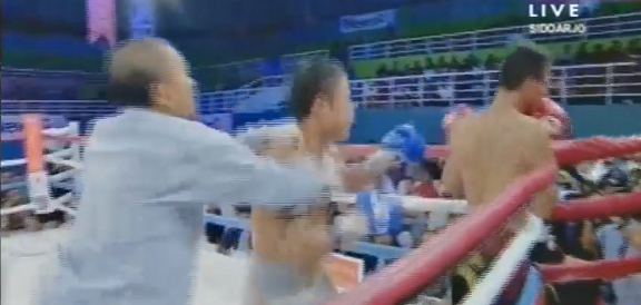 Filipino boxer Allan Tanada's BRUTAL Knockout of Roy Mukhlis (VIDEO) April 22