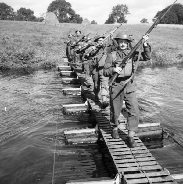 8th Sherwood Foresters cross a river during exercises in Ireland, 28 August 1941 worldwartwo.filminspector.com