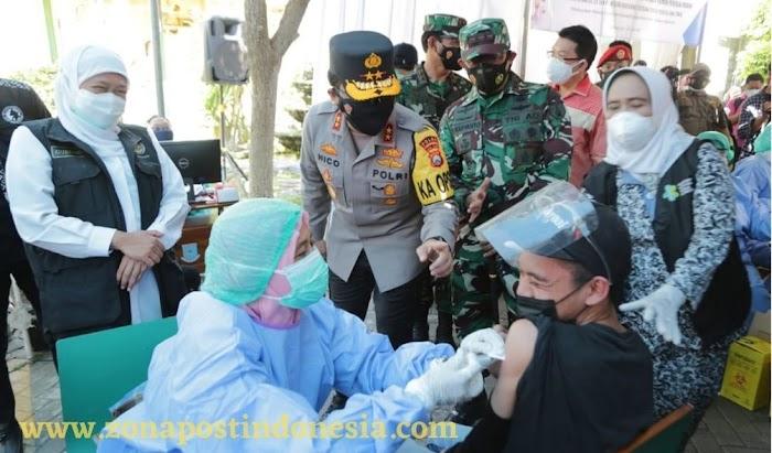 Forkopimda Jatim Tinjau Pelaksanaan Serbuan Vaksinasi Bagi Buruh di Sidoarjo