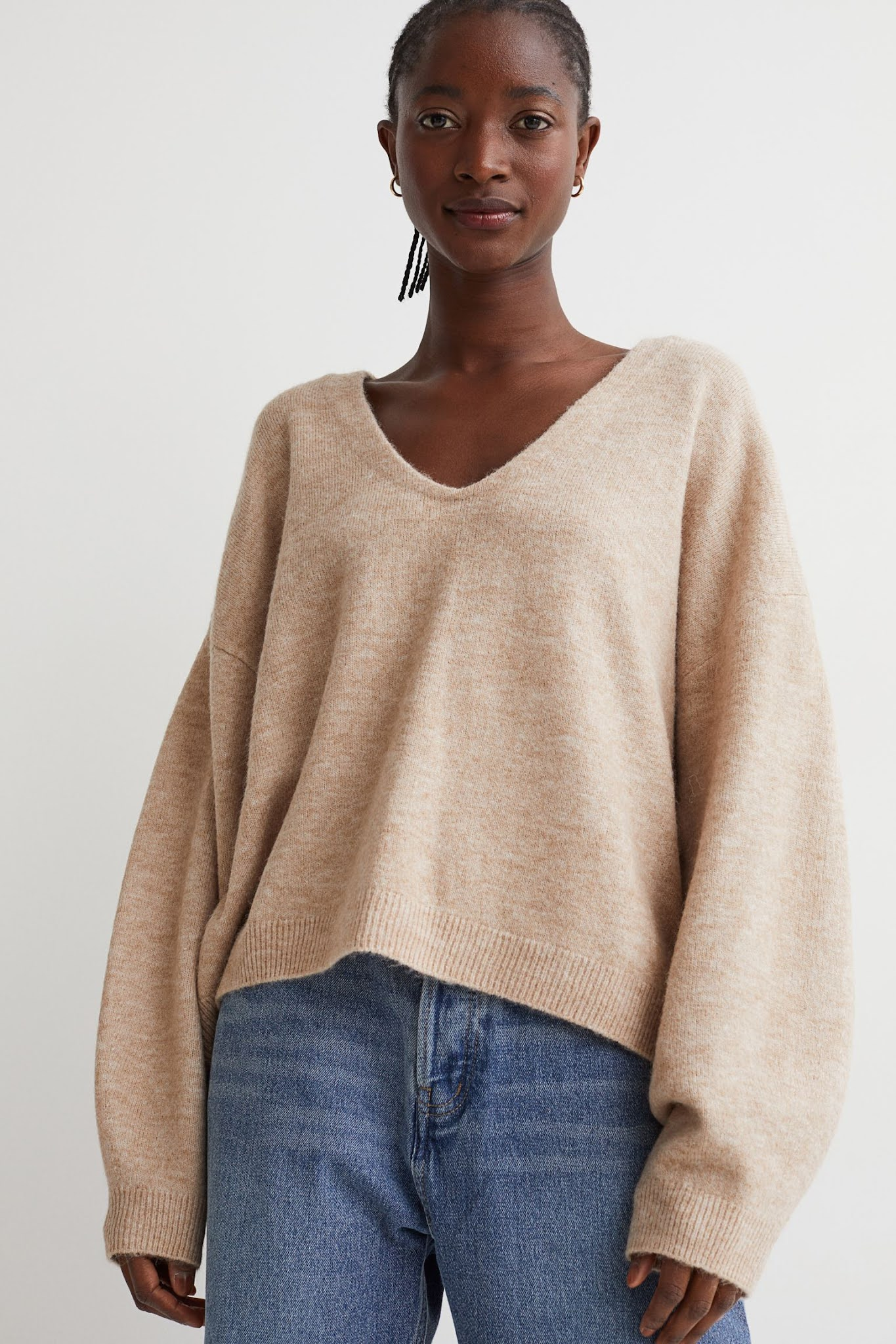 Budget-friendly under $100 fall outfit idea with a v-neck sweater, jeans, and sandals