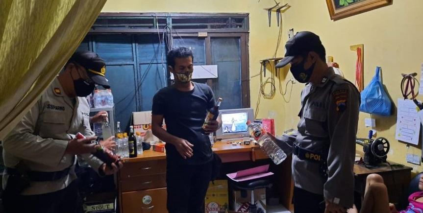 Puluhan Liter Miras Jenis Ciu Diamankan Polisi di Kalimanah