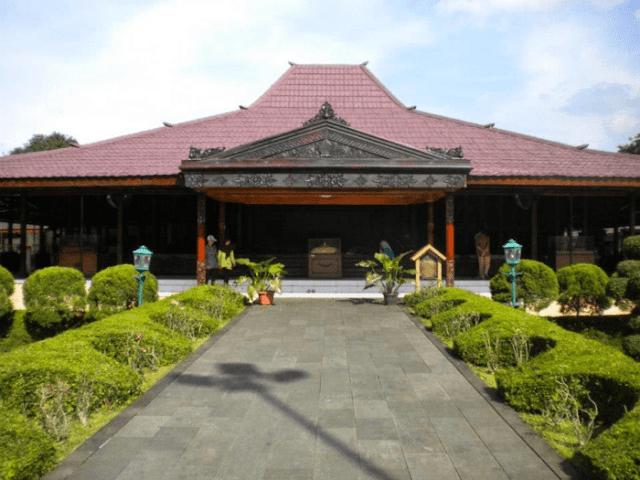 Rumah Adat Provinsi Daerah Istimewa Yogjakarta