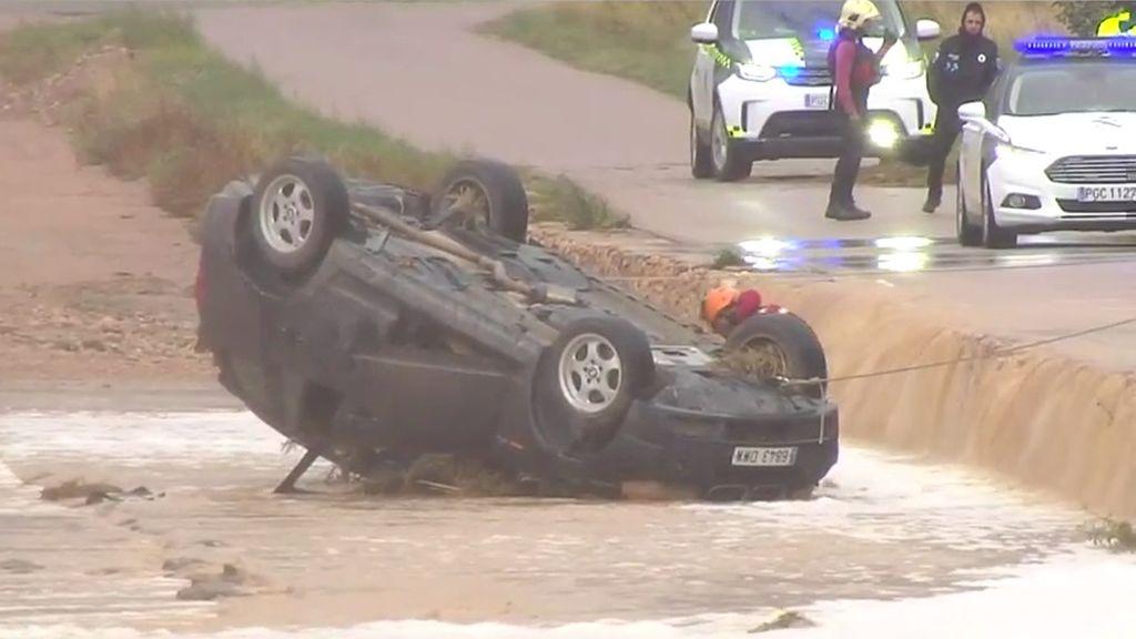 Divi vīrieši gājuši bojā Spānijā intensīva lietus rezultātā