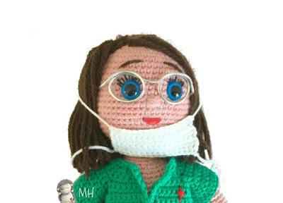 Muñeca amigurumi cirujana
